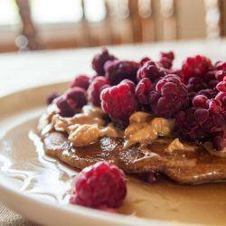 Een foto van een fit en gezond ontbijt zoals die in de gezonde ontbijt bijbel wordt aangeboden